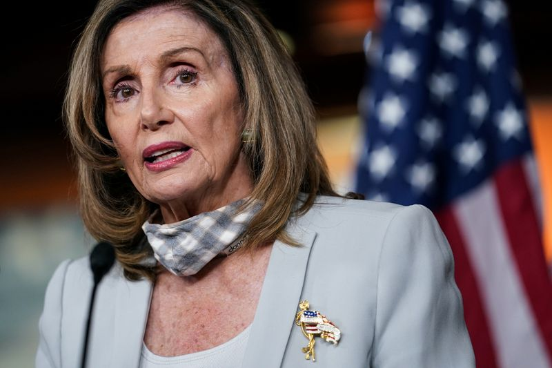 © Reuters. Спикер Палаты представителей США Нэнси Пелоси во время еженедельной пресс-конференции