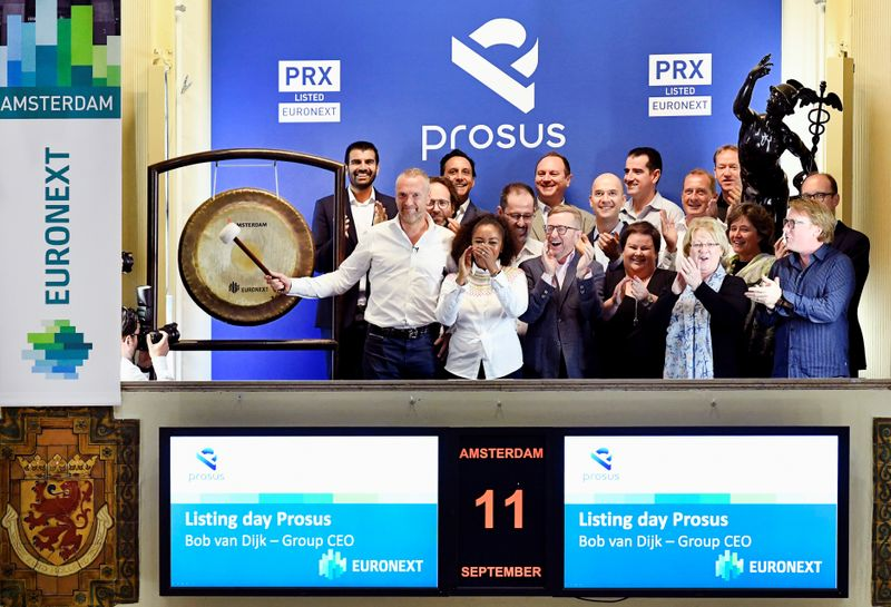 © Reuters. FILE PHOTO: Bob van Dijk, CEO of Naspers and Prosus Group poses at Amsterdam's stock exchange, as Prosus begins trading on the Euronext stock exchange in Amsterdam