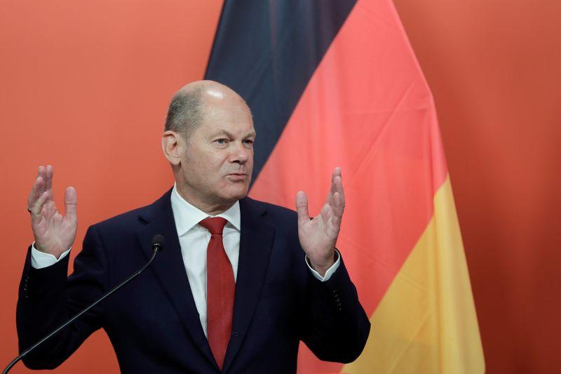 © Reuters. BERLIN VOIT DES SIGNES DE REPRISE EN EUROPE MAIS LE PIRE N'EST PEUT-ÊTRE PAS FINI