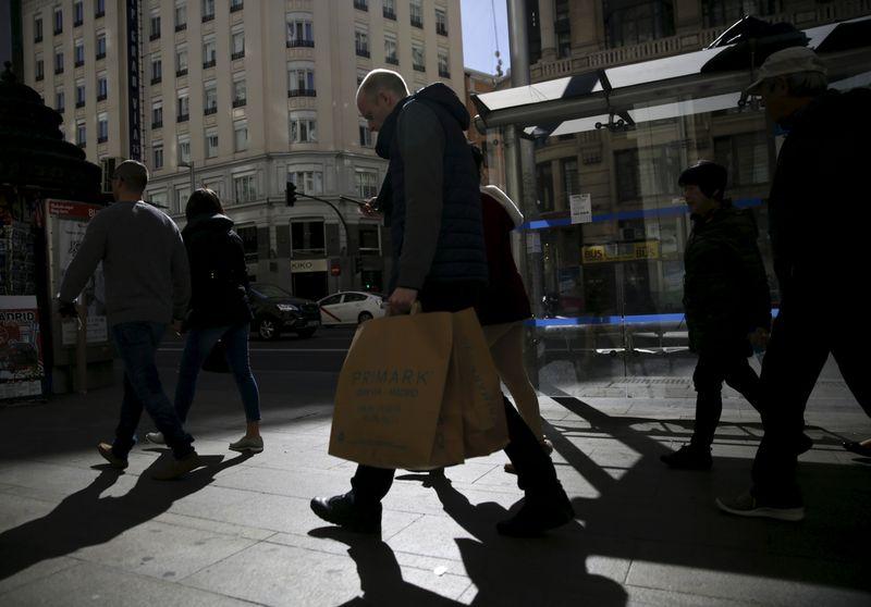 © Reuters. FOTO DE ARCHIVO: un distrito comercial de Madrid, España, el 3 de marzo de 2016