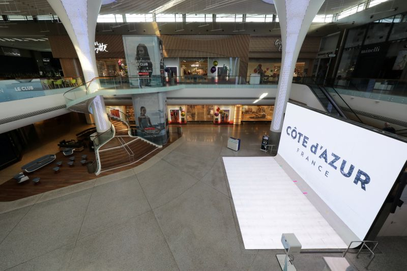 � Reuters. FILE PHOTO: Closed shops and empty area are seen at CAP3000 shopping mall in Saint-Laurent-du-Var