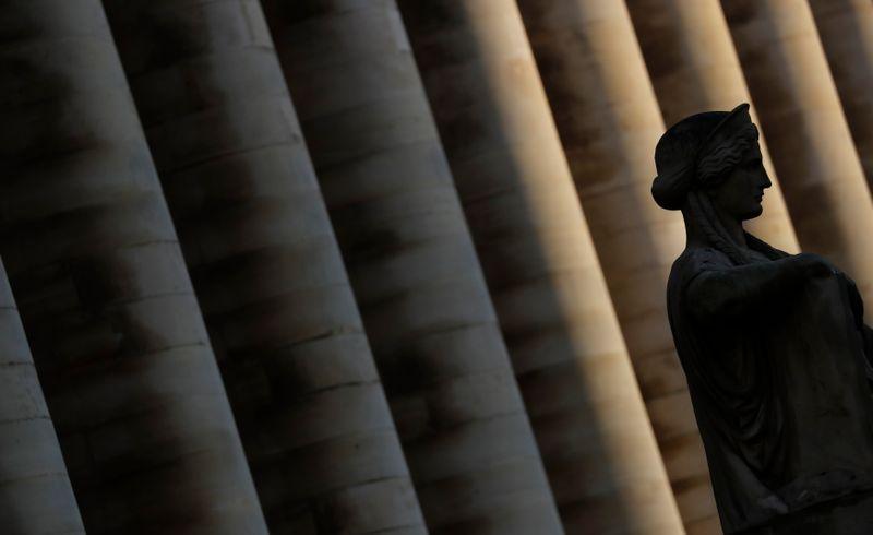 © Reuters. LES BOURSES EUROPÉENNES AMPLIFIENT LEUR PROGRESSION DE LA VEILLE À MI-SÉANCE