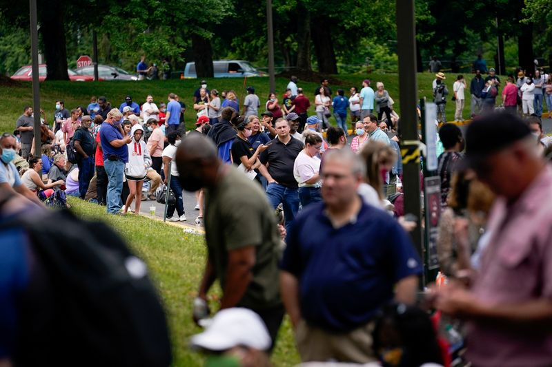 � Reuters. FILE PHOTO: FILE PHOTO: Hundreds of people line up outside a Kentucky Career Center hoping to find assistance with their unemployment claim in Frankfort