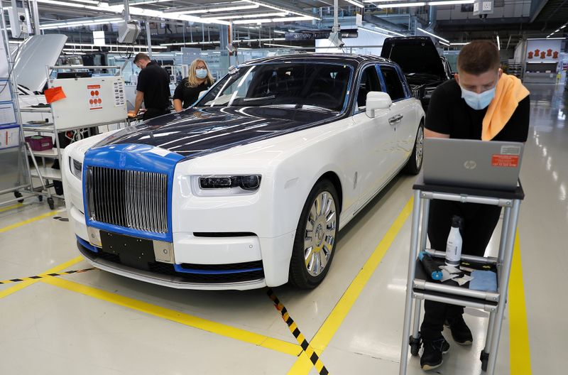 � Reuters. Technicians inspect a Rolls-Royce a car on the production line of the Rolls-Royce Goodwood factory, near Chichester