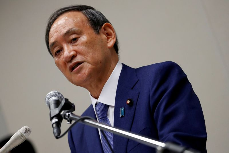© Reuters. FILE PHOTO: Yoshihide Suga, Japan's Chief Cabinet Secretary attends a news conference, in Tokyo
