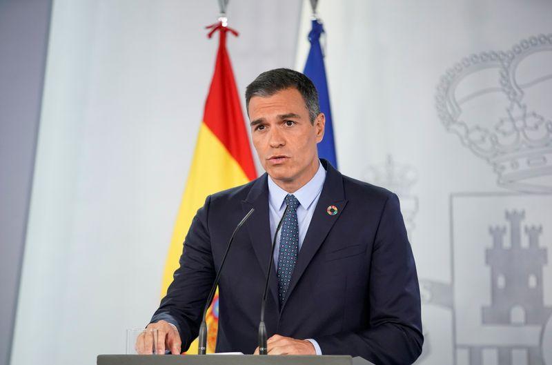 © Reuters. ESPAGNE: PEDRO SANCHEZ JUGE POSITIF LE PROJET DE FUSION CAIXABANK-BANKIA