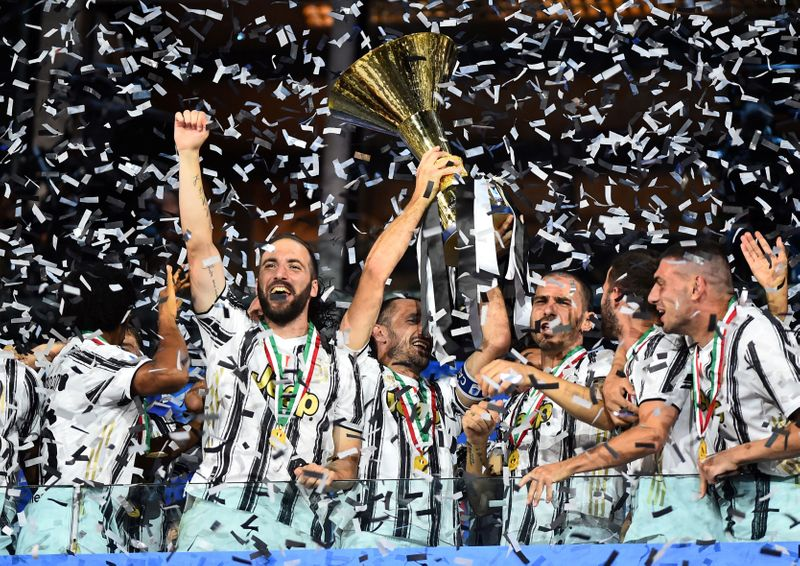 © Reuters. FILE PHOTO: Serie A - Juventus v AS Roma