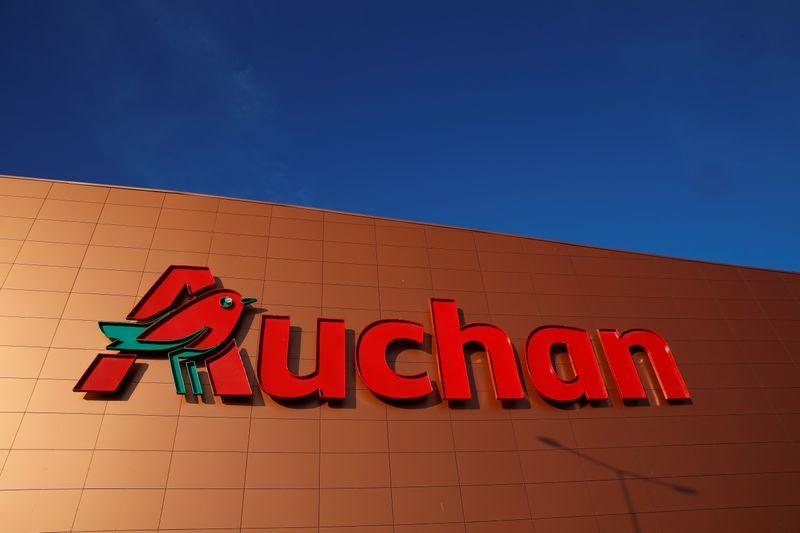 © Reuters. AUCHAN VA SUPPRIMER 1.088 EMPLOIS NETS DANS LE CADRE DE SON PLAN 2022