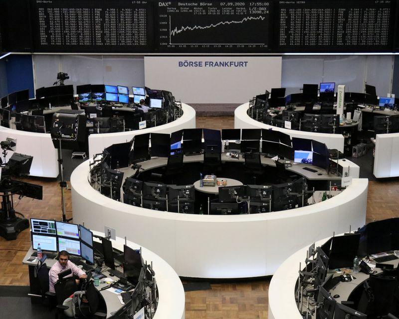 © Reuters. LES BOURSES EUROPÉENNES PROGRESSENT À MI-SÉANCE