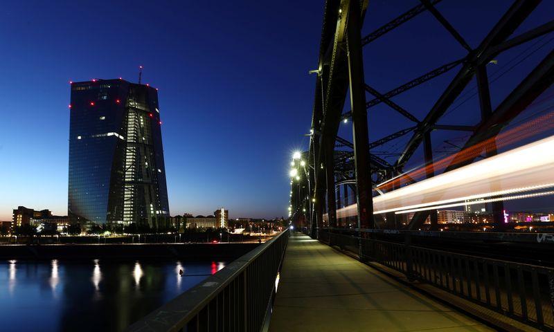 © Reuters. LA BCE SE DÉCIDERA EN DÉCEMBRE SUR LES DIVIDENDES DES BANQUES