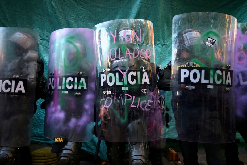 © Reuters. FILE PHOTO: Protests against police brutality in Bogota