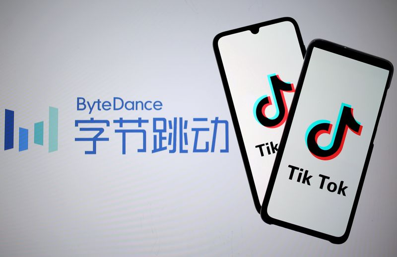 © Reuters. FILE PHOTO: Tik Tok logos are seen on smartphones in front of displayed ByteDance logo in this illustration