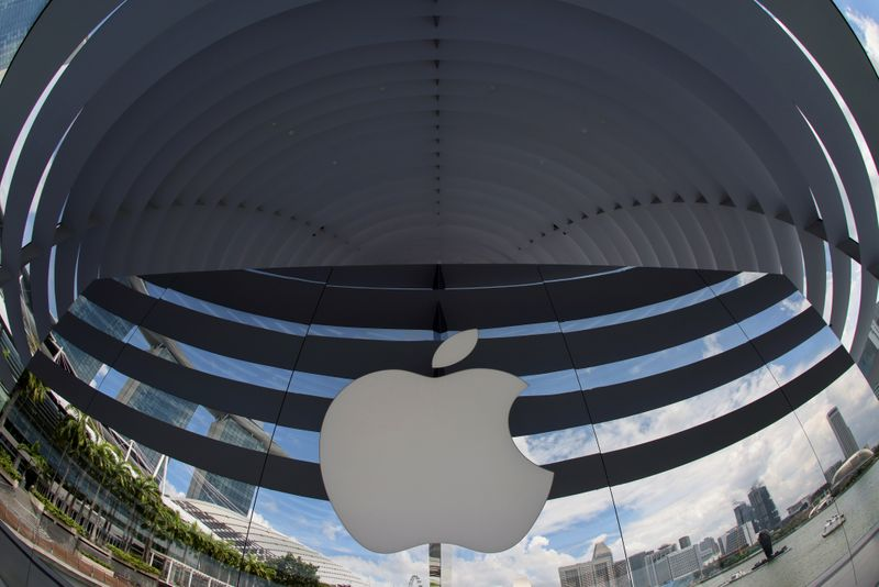 � Reuters. FILE PHOTO: A logo of Apple is seen outside at the upcoming Apple Marina Bay Sands store in Singapore