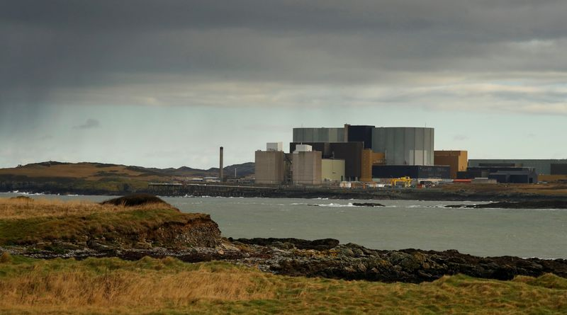 © Reuters. FILE PHOTO: General view of the decommissioned Wylfa nuclear power station on the island of Anglesey