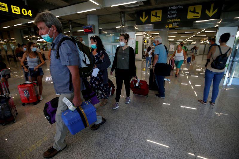 © Reuters. FILE PHOTO: The outbreak of the coronavirus disease (COVID-19), in Palma de Mallorca