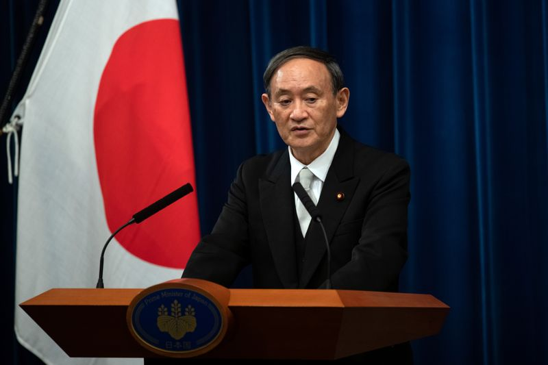 © Reuters. Yoshihide Suga speaks during a news conference following his confirmation as Prime Minister of Japan in Tokyo