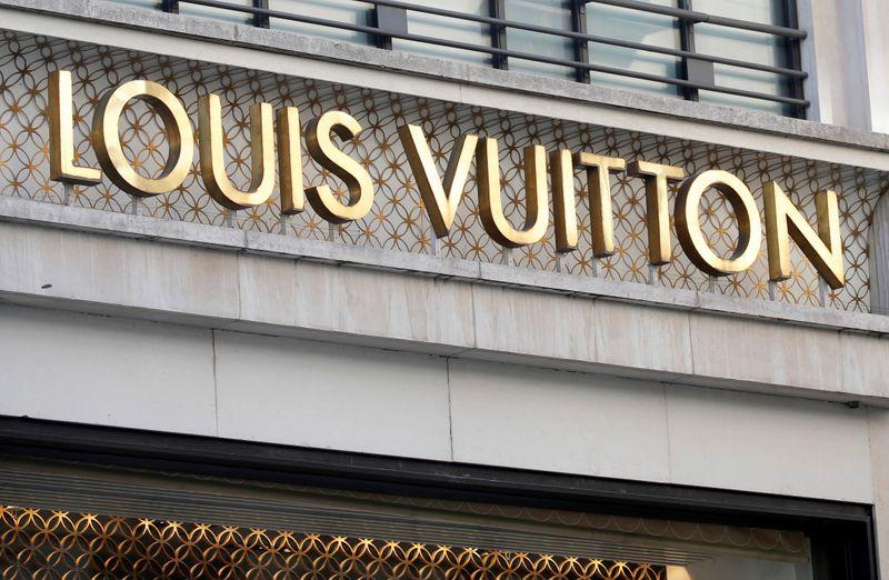 © Reuters. Louis Vuitton logo outside a store in Paris