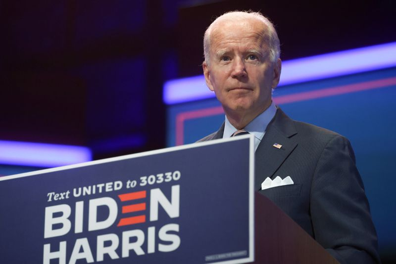 © Reuters. FILE PHOTO: Democratic U.S. presidential nominee Biden speaks about developing and distributing a safe coronavirus vaccine during campaign event in Wilmington, Delaware