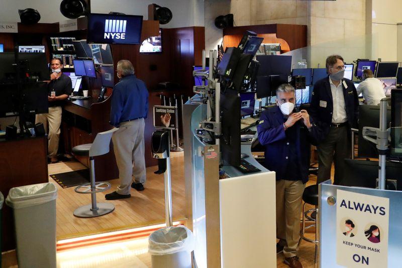 © Reuters. وول ستريت تسجل ثالث خسارة أسبوعية مع استمرار نزيف أسهم التكنولوجيا