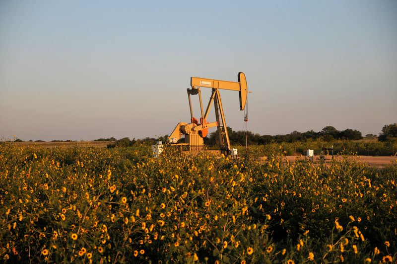 Exclusive: U.S. shale producer Devon in talks to acquire peer WPX