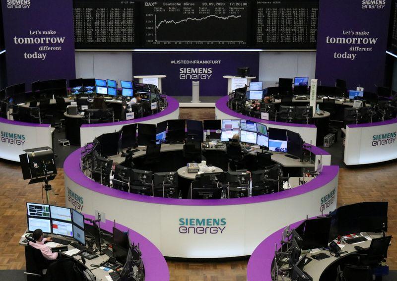 © Reuters. مكاسب قوية للبنوك تساعد الأسهم الأوروبية على التعافي من بعض خسائر الأسبوع الماضي