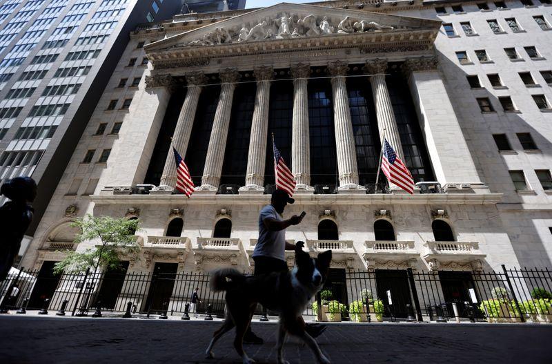 © Reuters. بورصة وول ستريت تغلق مرتفعة وأسهم الطاقة والبنوك تقود المكاسب