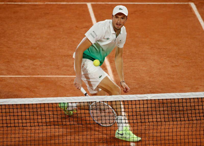 ميدفيديف يخرج مجددا بشكل مبكر من بطولة فرنسا المفتوحة