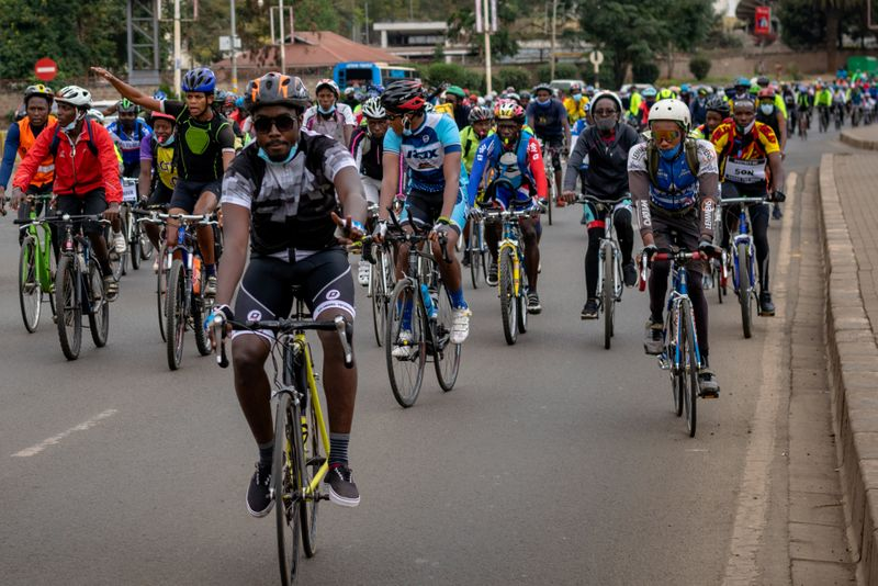 © Reuters. Members of the Nairobi chapter of Critical Mass cycle as they commemorate a friend who was killed while cycling in Nairobi