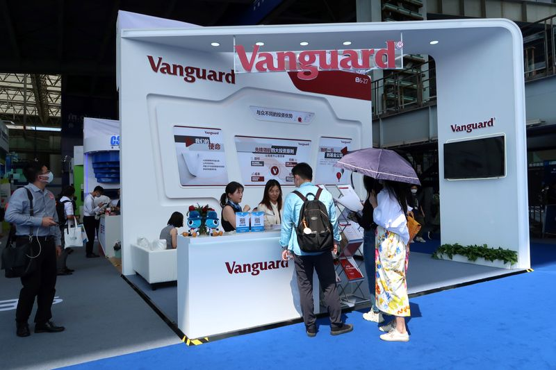 © Reuters. People are seen at a booth of Vanguard Group at a fair during the INCLUSION fintech conference in Shanghai