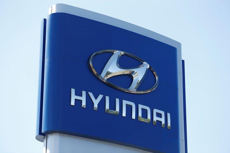 © Reuters. A Hyundai logo is seen at Hyundai of Serramonte in Colma, California