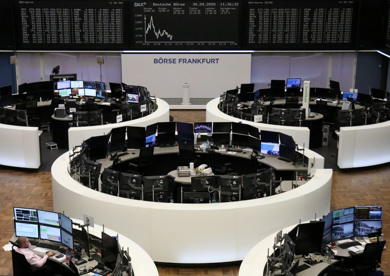 © Reuters. The German share price index DAX graph at the stock exchange in Frankfurt