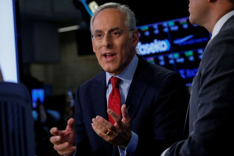 © Reuters. FILE PHOTO: David Kostin, Goldman Sachs chief U.S. equity strategist, speaks during an interview with CNBC on the floor of the NYSE in New York