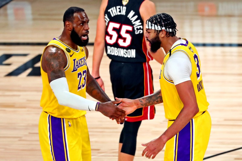 © Reuters. FILE PHOTO: NBA: Finals-Miami Heat at Los Angeles Lakers