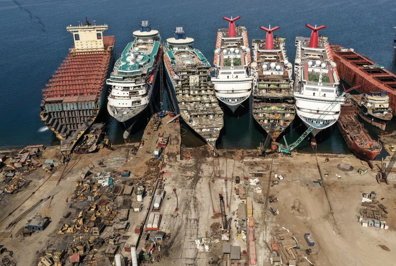 © Reuters. A drone image shows decommissioned cruise ships being dismantled at Aliaga ship-breaking yard in the Aegean port city of Izmir