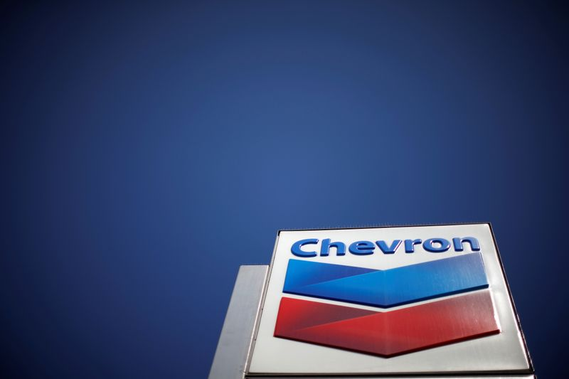 © Reuters. Dow Jones Industrial Average listed company Chevron (CVX)'s logo is seen in Los Angeles