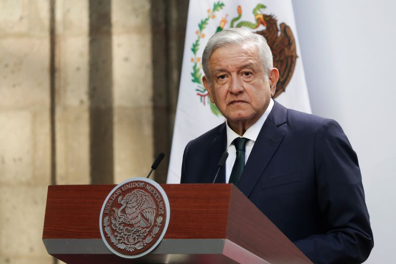 © Reuters. Mexico's President Andres Manuel Lopez Obrador delivers his second state of the union address at National Palace in Mexico City