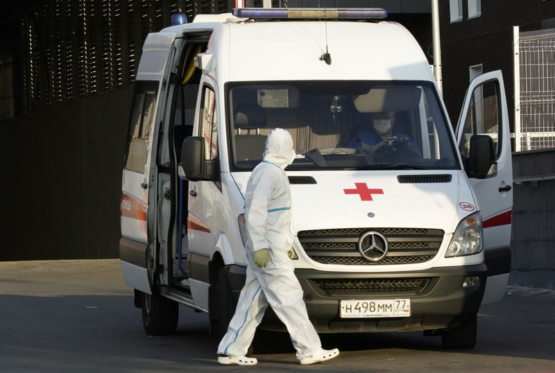 © Reuters. A medical specialist walks next to an ambulance outside a hospital for patients infected with coronavirus disease in Moscow
