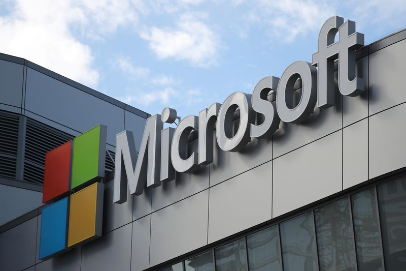 © Reuters. FILE PHOTO: A Microsoft logo is seen in Los Angeles