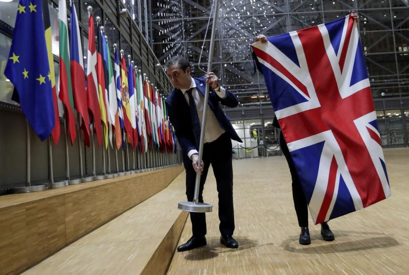 © Reuters. FILE PHOTO: Officials remove the British flag at EU Council in Brussels