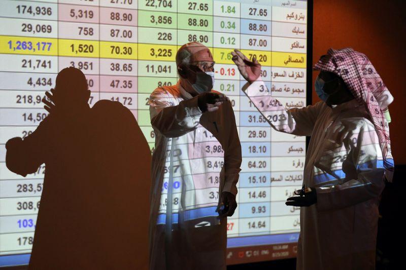 © Reuters. السعودية تتصدر مكاسب أسواق الخليج لكن أسهم الإمارات تهبط