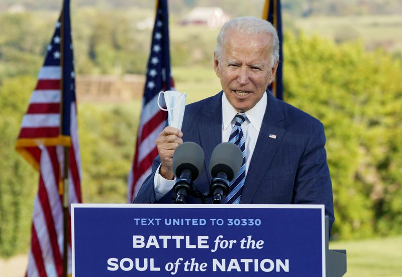 © Reuters. Democratic U.S. presidential nominee Joe Biden campaigns in Gettysburg, Pennsylvania