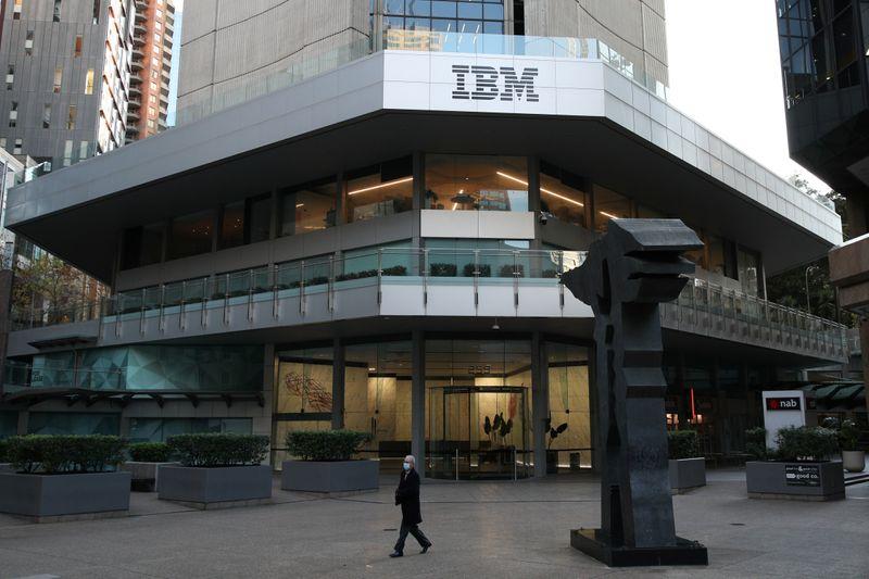 © Reuters. IBM EST À SUIVRE À LA BOURSE DE NEW YORK