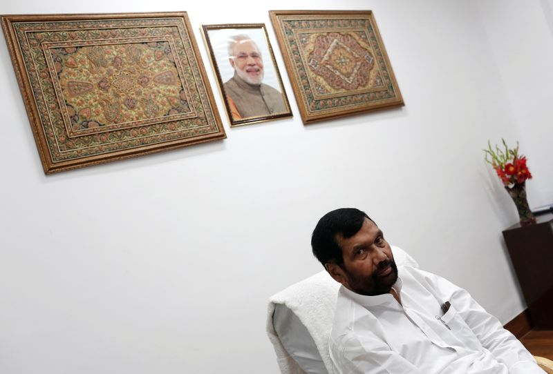 © Reuters. FILE PHOTO: India's Food Minister Ram Vilas Paswan speaks during an interview with Reuters in New Delhi
