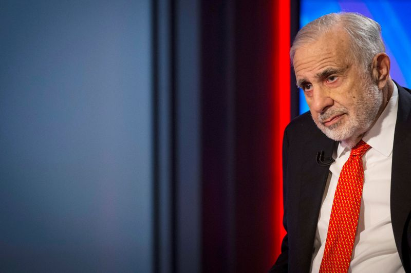 © Reuters. FILE PHOTO: Billionaire activist-investor Carl Icahn gives an interview on FOX Business Network's Neil Cavuto show in New York