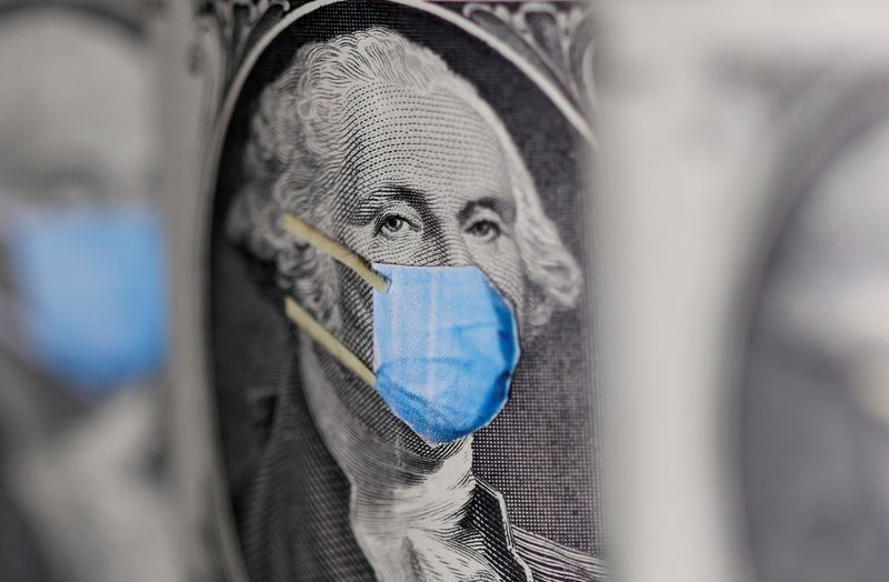 © Reuters. FILE PHOTO: FILE PHOTO: George Washington is seen with printed medical mask on the one Dollar banknote in this illustration taken