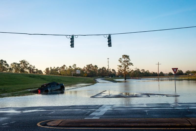 © Reuters. A submerged car is pictured on a flooded street after Hurricane Delta in Lake Charles