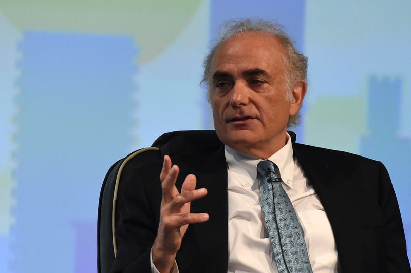 © Reuters. FILE PHOTO: Calin Rovinescu, CEO of Air Canada speaks during a panel discussion on Cyber Security at the 2016 International Air Transport Association (IATA) Annual General Meeting (AGM) and World Air Transport Summit in Dublin