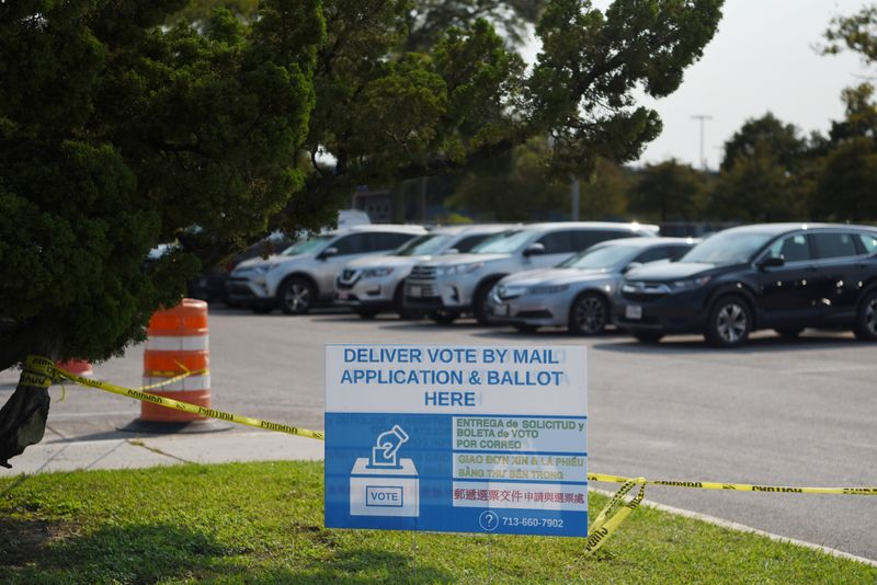 © Reuters. Gov. Greg Abbott limits Texas counties to one mail ballot drop-off site in Houston