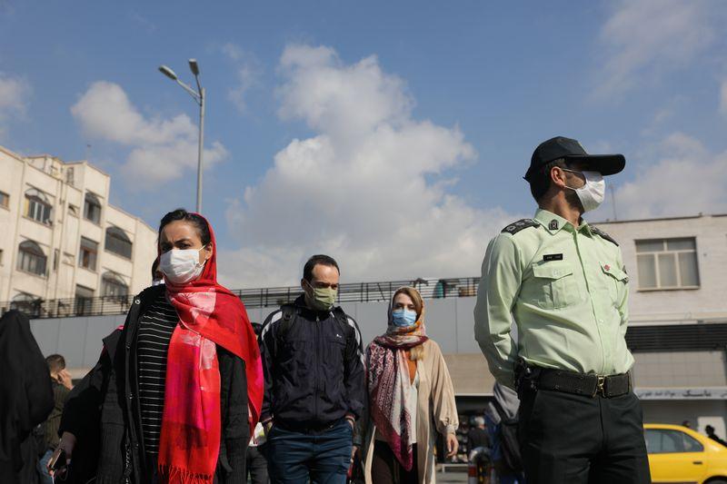 © Reuters. FILE PHOTO:  Outbreak of the coronavirus disease (COVID-19) in Tehran