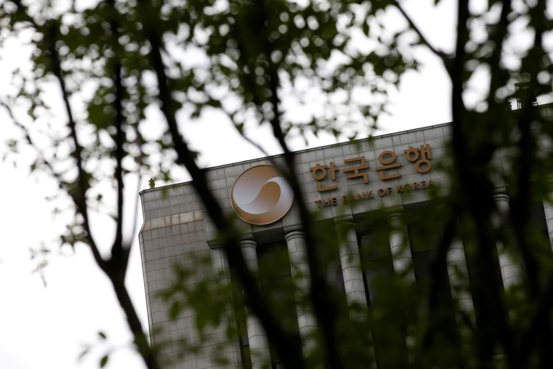 © Reuters. FILE PHOTO: The logo of the Bank of Korea is seen on the top of its building in Seoul